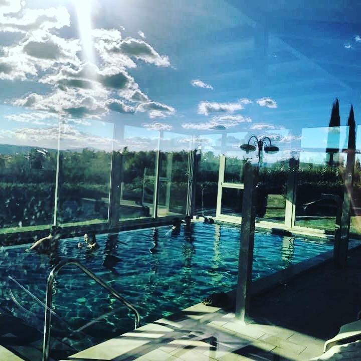 La-piscina-coperta-riflessi