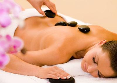 Rilassarsi nel Resort con Centro Benessere, Piscina e Massaggi